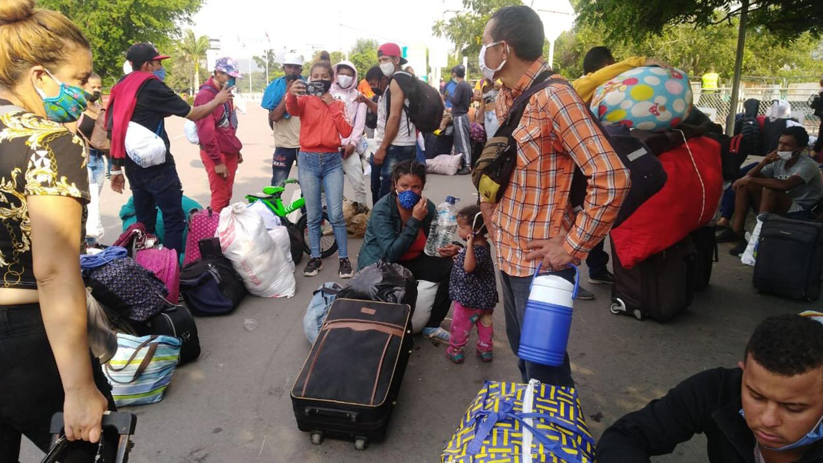 """""""Estamos sin agua y sin comida"""": venezolanos que retornan piden auxilio"""