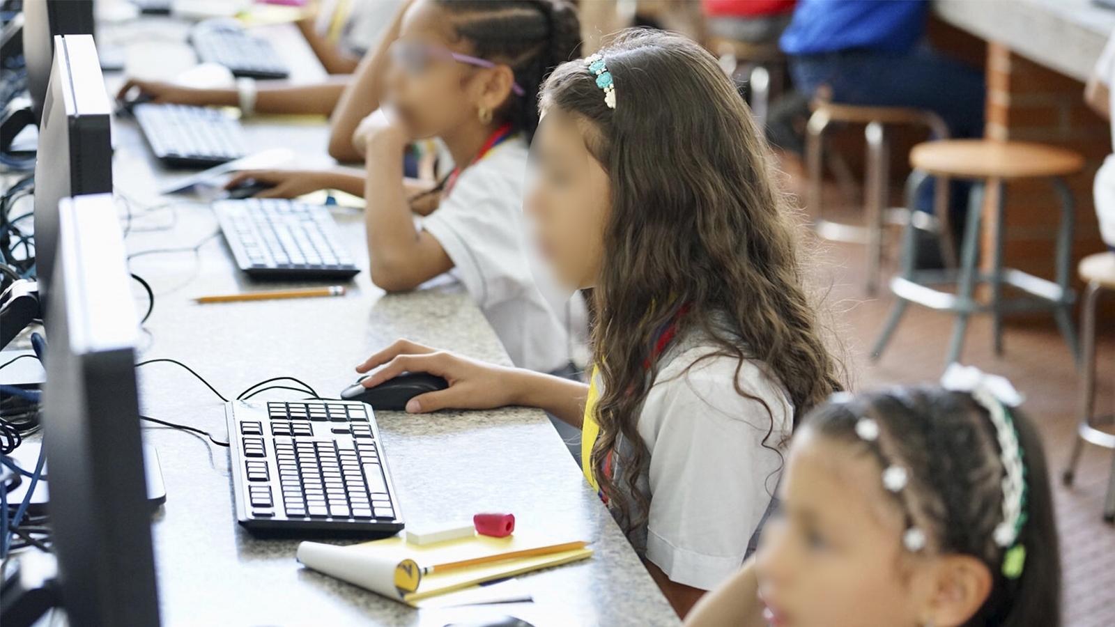 El drama de los niños que viven en Venezuela y estudian en Colombia