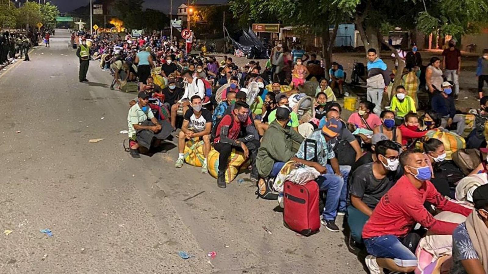 Alcalde de Villa del Rosario pide que no manden más buses con migrantes a la frontera