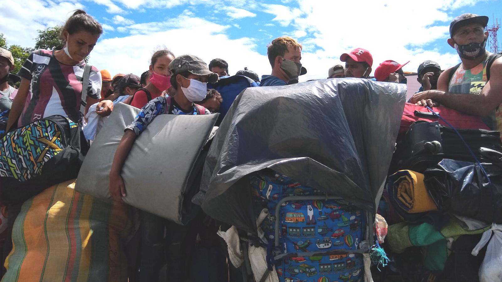 La inclemente espera de los venezolanos que necesitan entrar a su tierra
