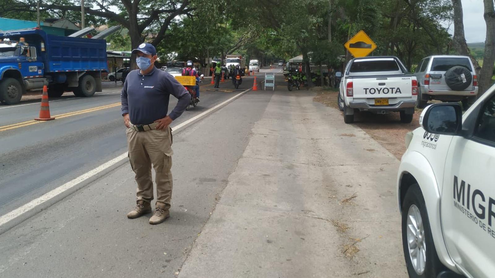 Autoridades detienen a un 'coyote' y 14 buses por tráfico ilegal de migrantes