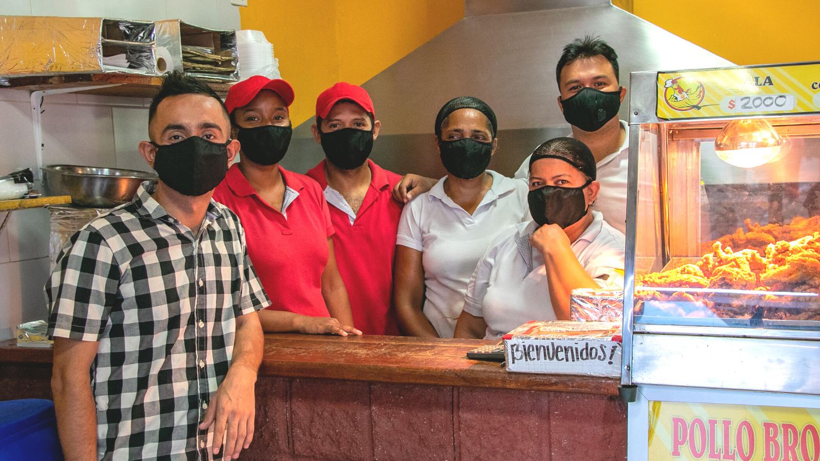 El manizaleño que crea oportunidades para los migrantes en Riohacha