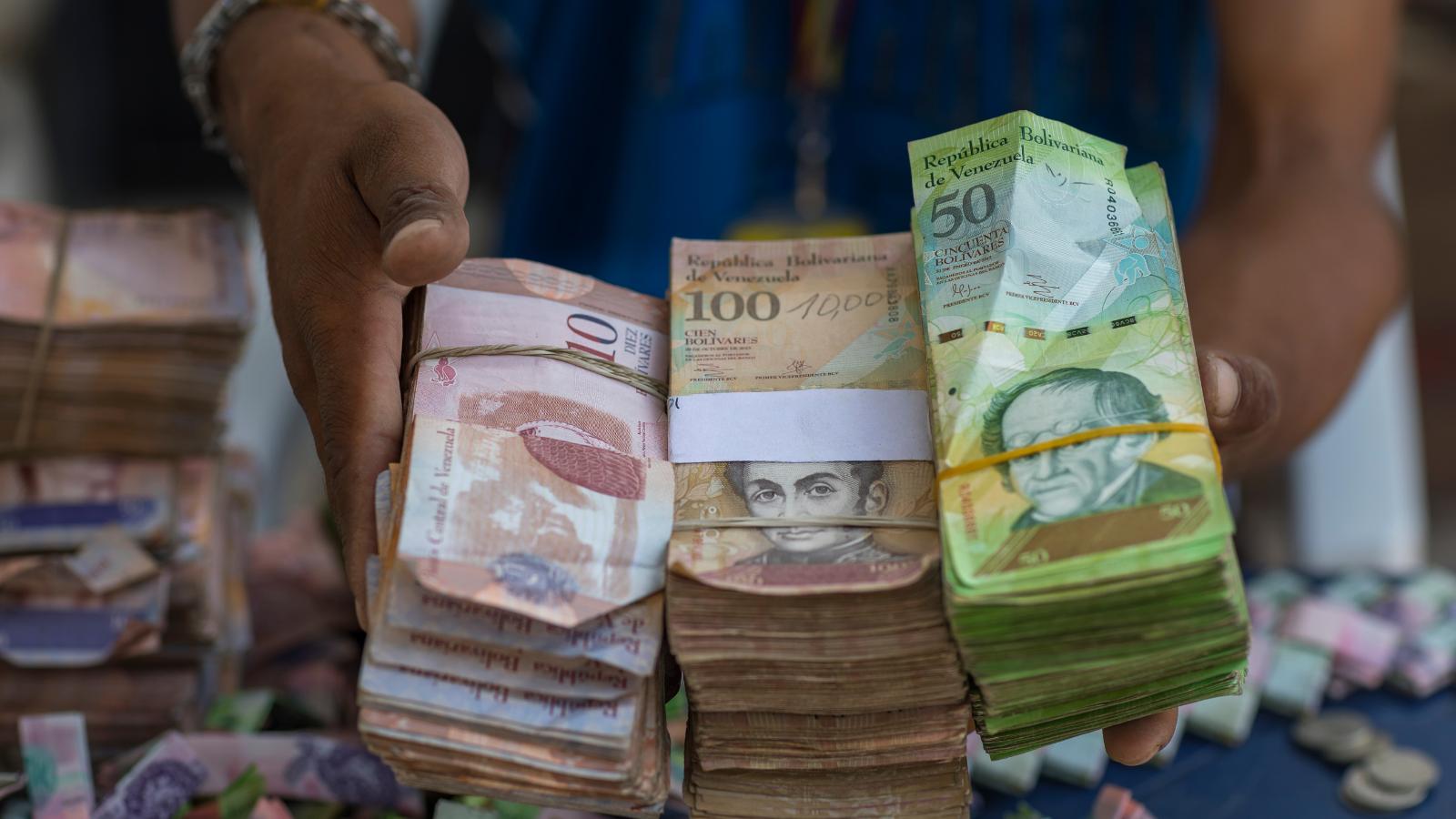 Dólar en Venezuela pasó el millón de bs y el éxodo no cesa