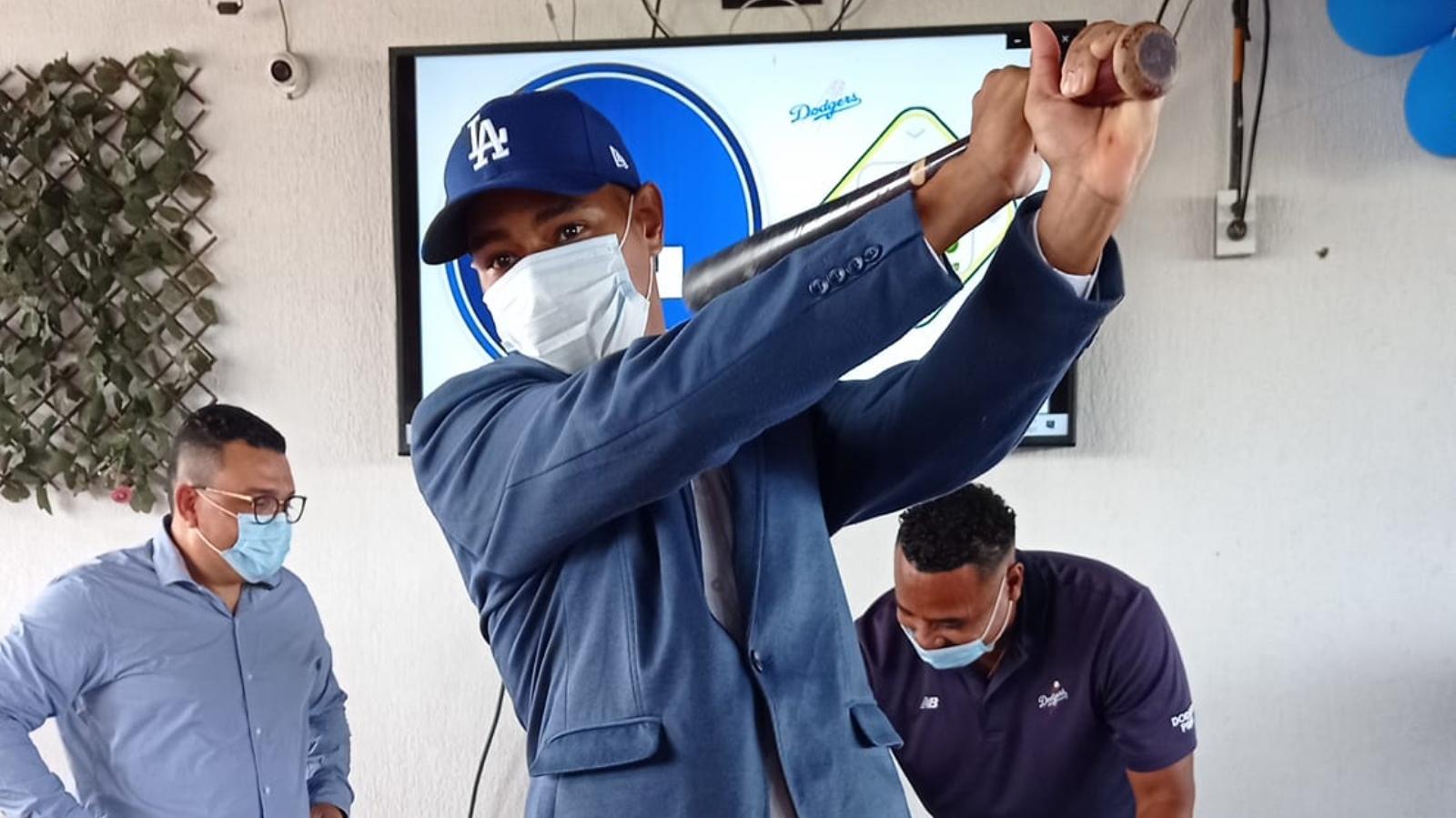 El migrante venezolano que firmó con los Dodgers