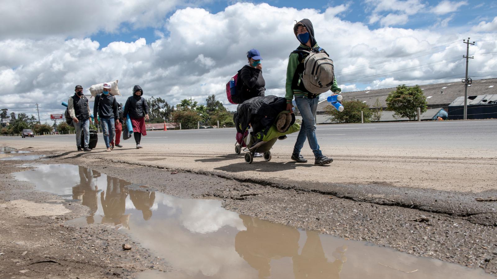 Informe documenta la violación de derechos a los caminantes venezolanos