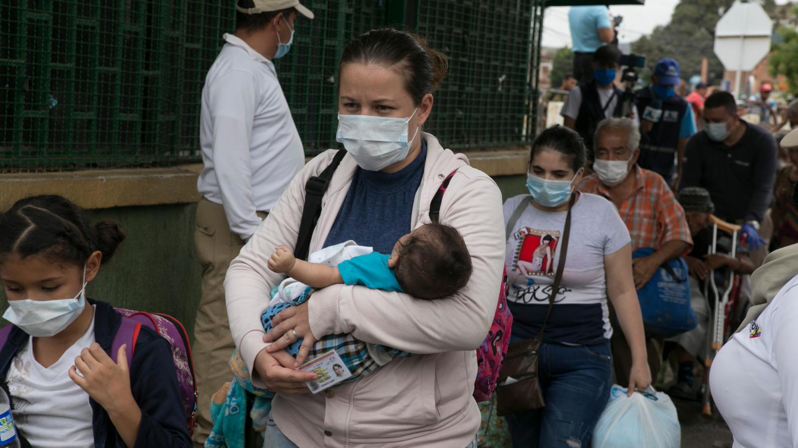 Llegaron las vacunas. ¿Cuál será el plan para los migrantes?