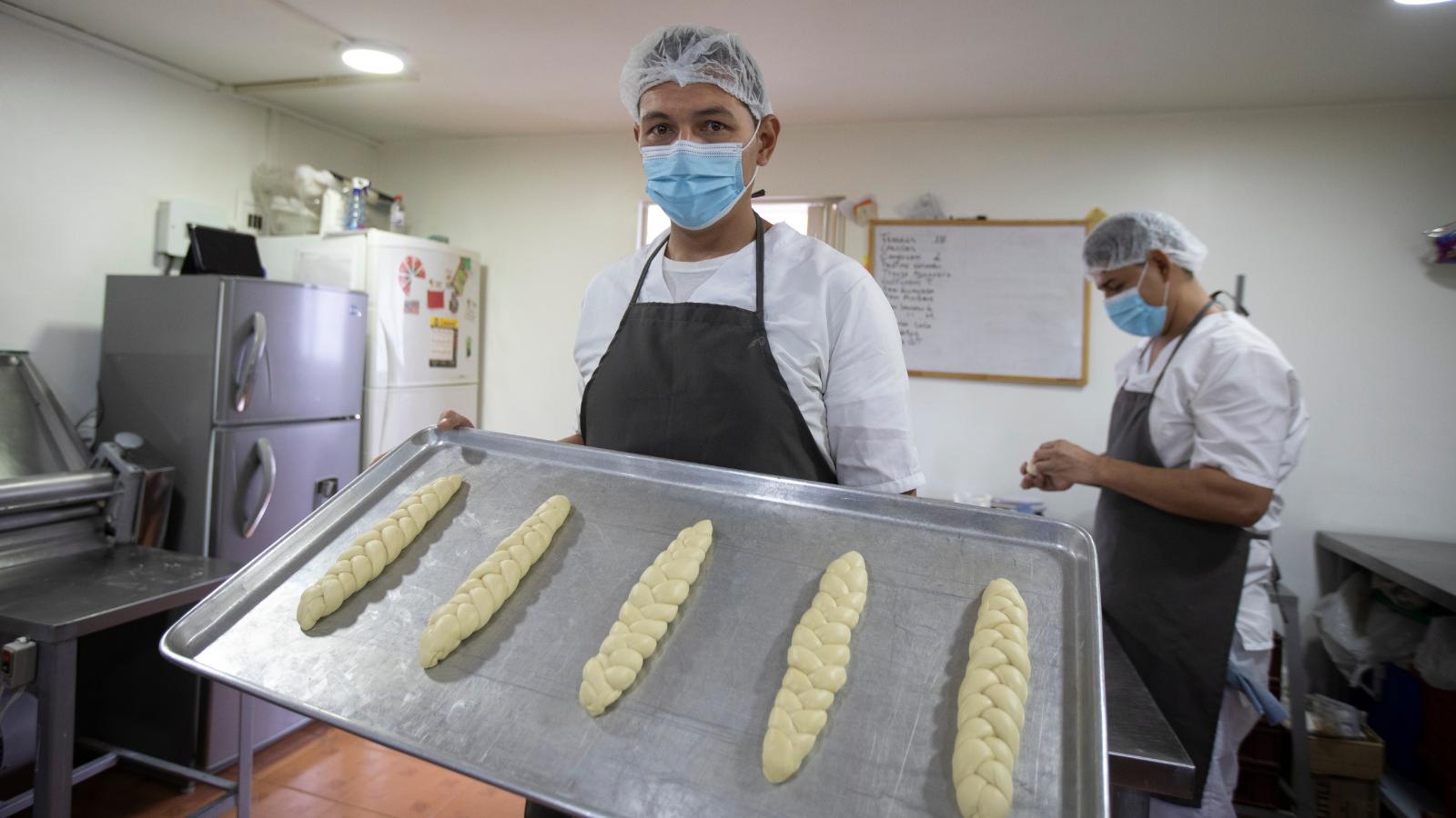 Más de 150 migrantes y refugiados crearon 44 emprendimientos en el país