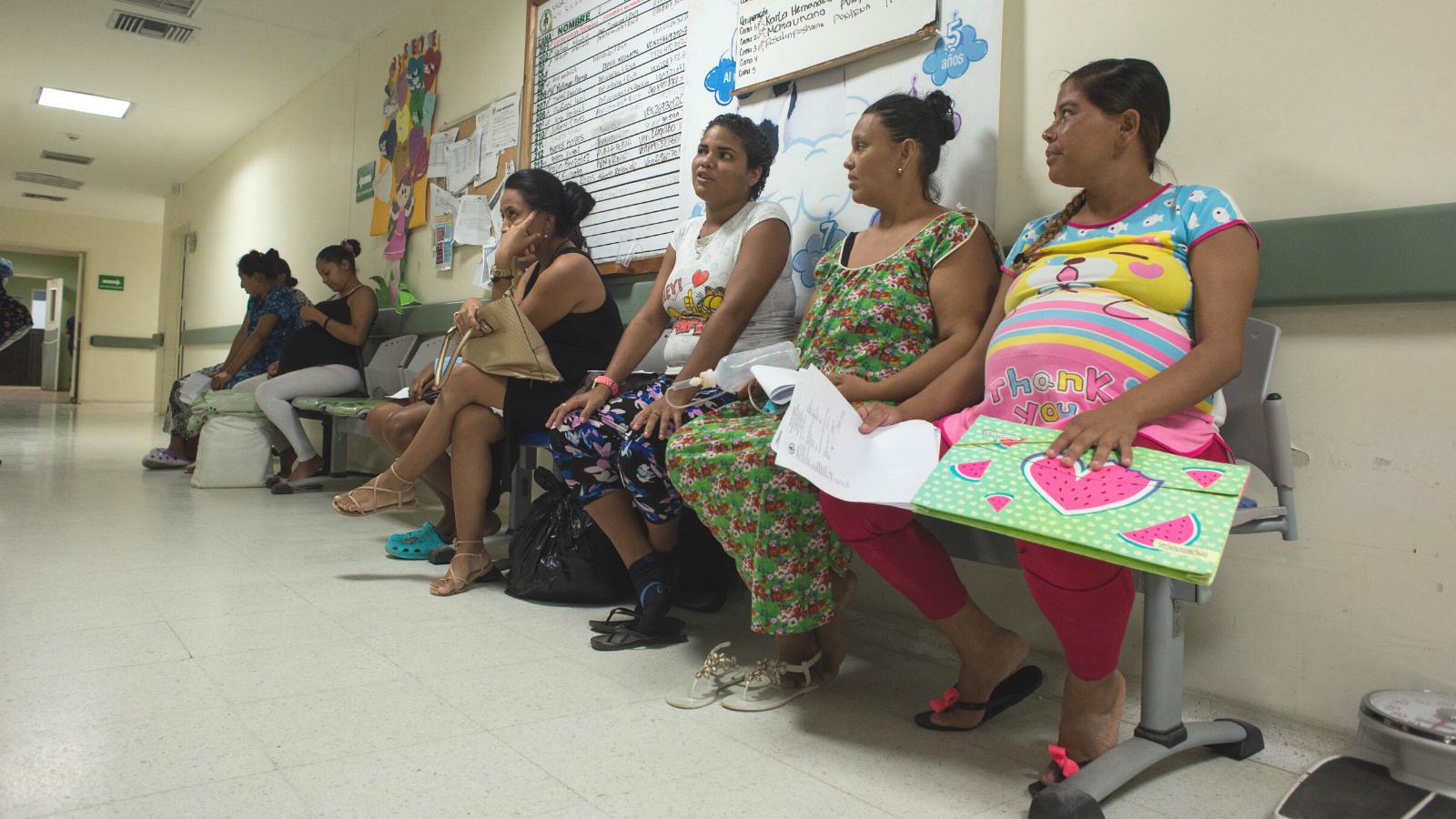 Partos de mujeres migrantes en zonas fronterizas: así son las cuentas