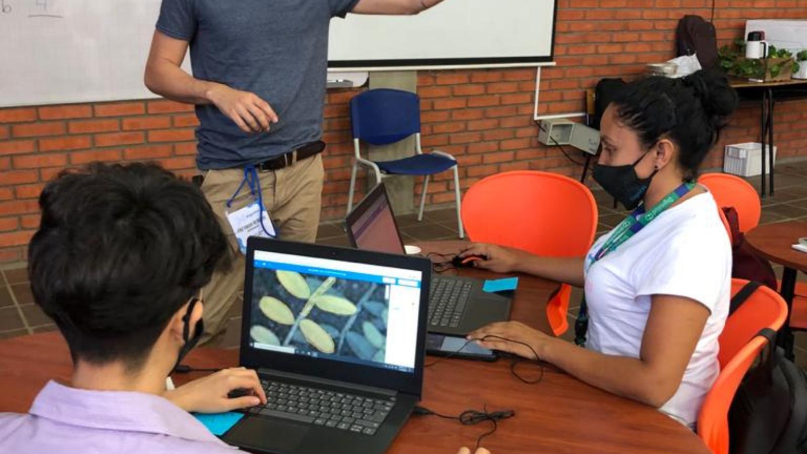 Tecnología e inteligencia artificial, una gran oportunidad para los migrantes