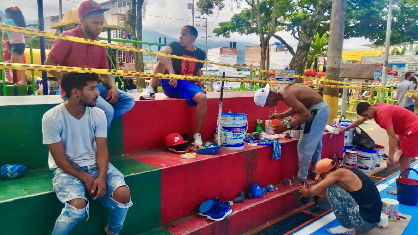 ¡Buenas acciones! Venezolanos restauraron y embellecieron un parque en Ibagué