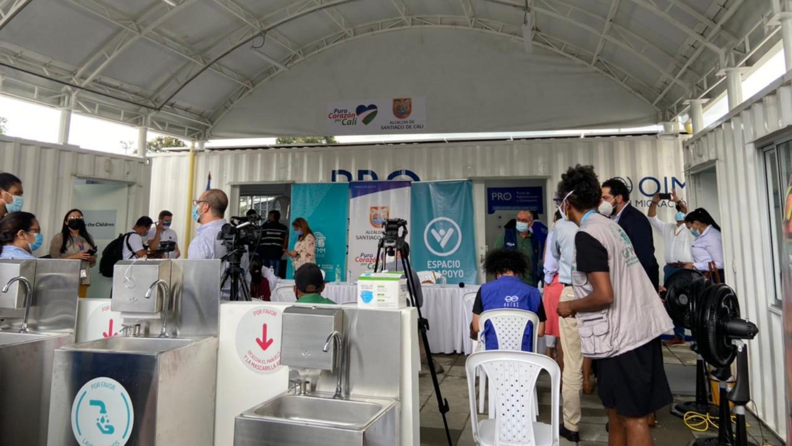 Inauguran centro de apoyo para migrantes y refugiados en terminal de Cali
