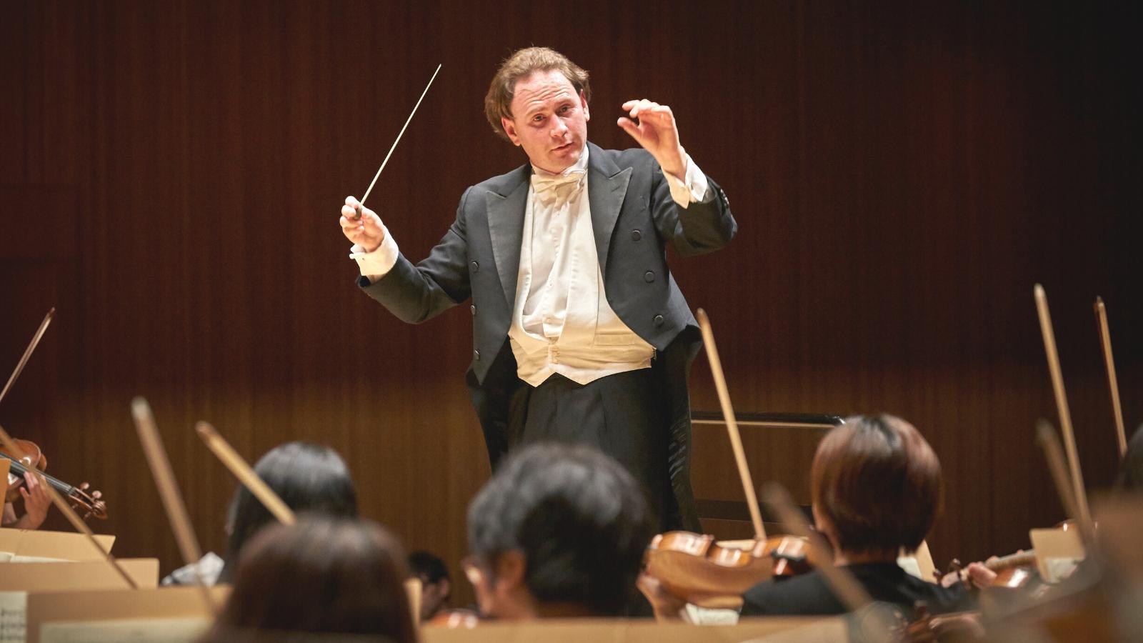 Integración: músico venezolano aspira a dirigir la Filarmónica de Medellín