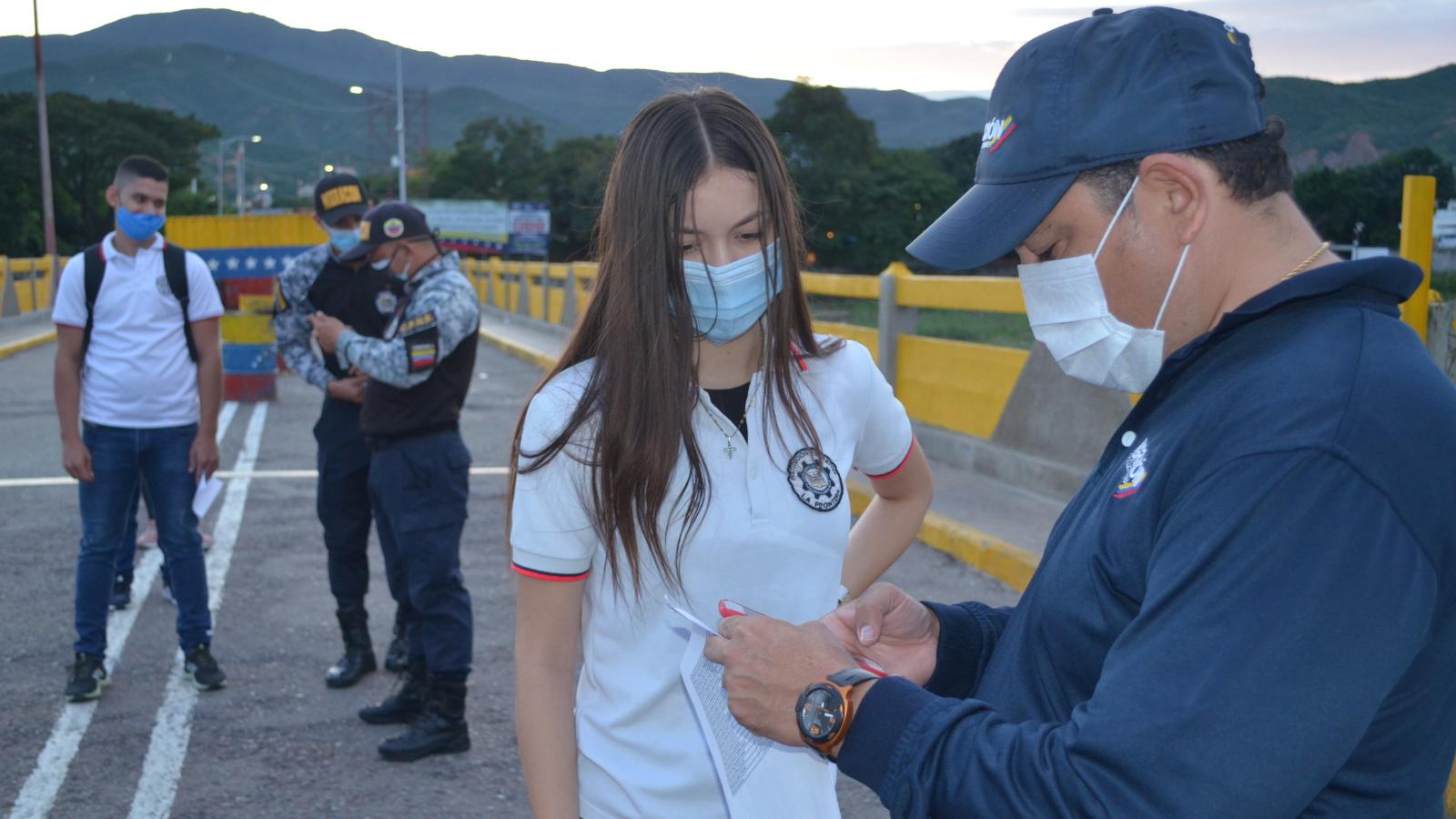 Colombia y Venezuela dialogan para permitir retorno a aulas de niños en frontera