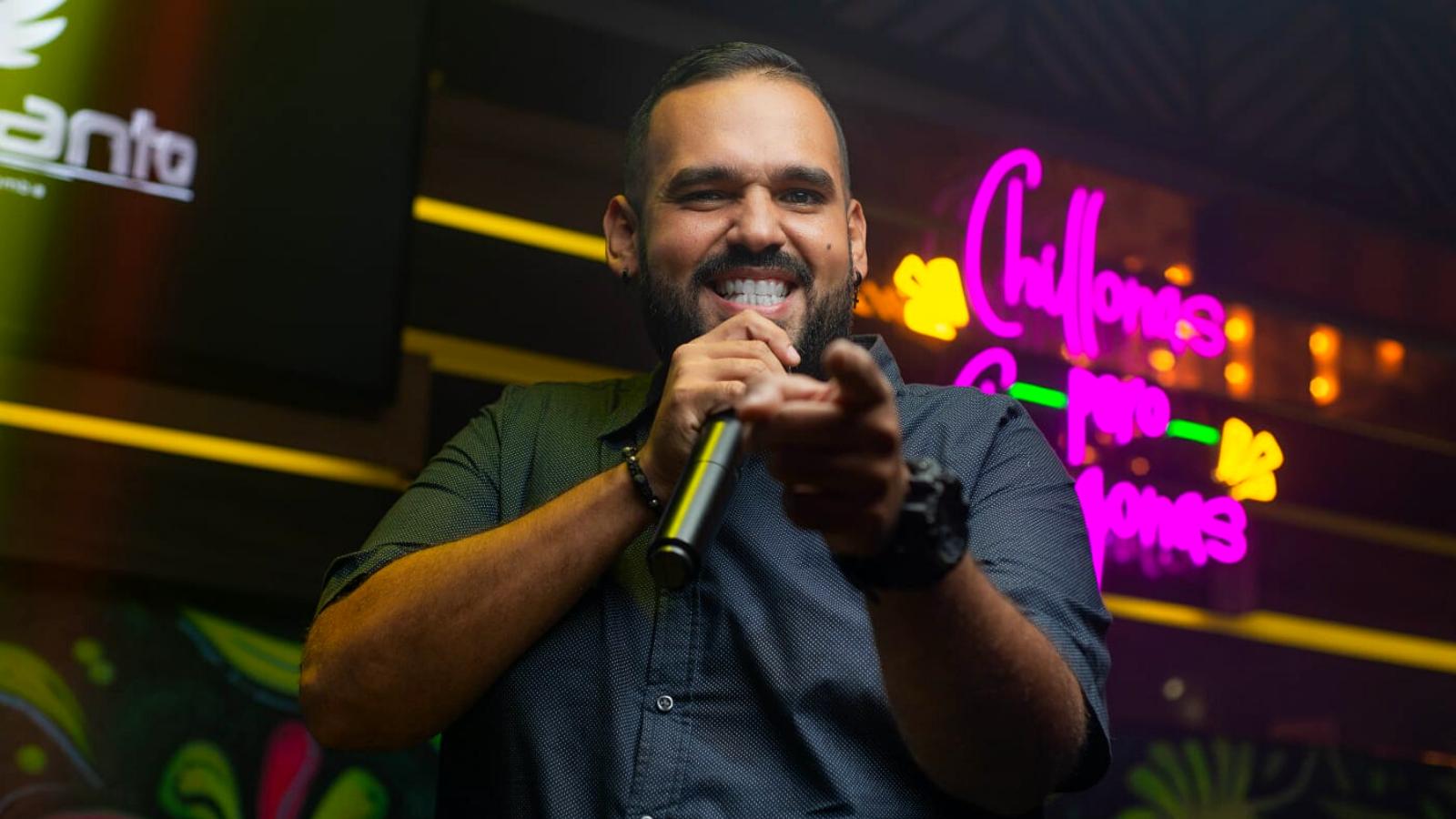 El venezolano que cantaba en buses y ahora es la promesa de la salsa en Colombia