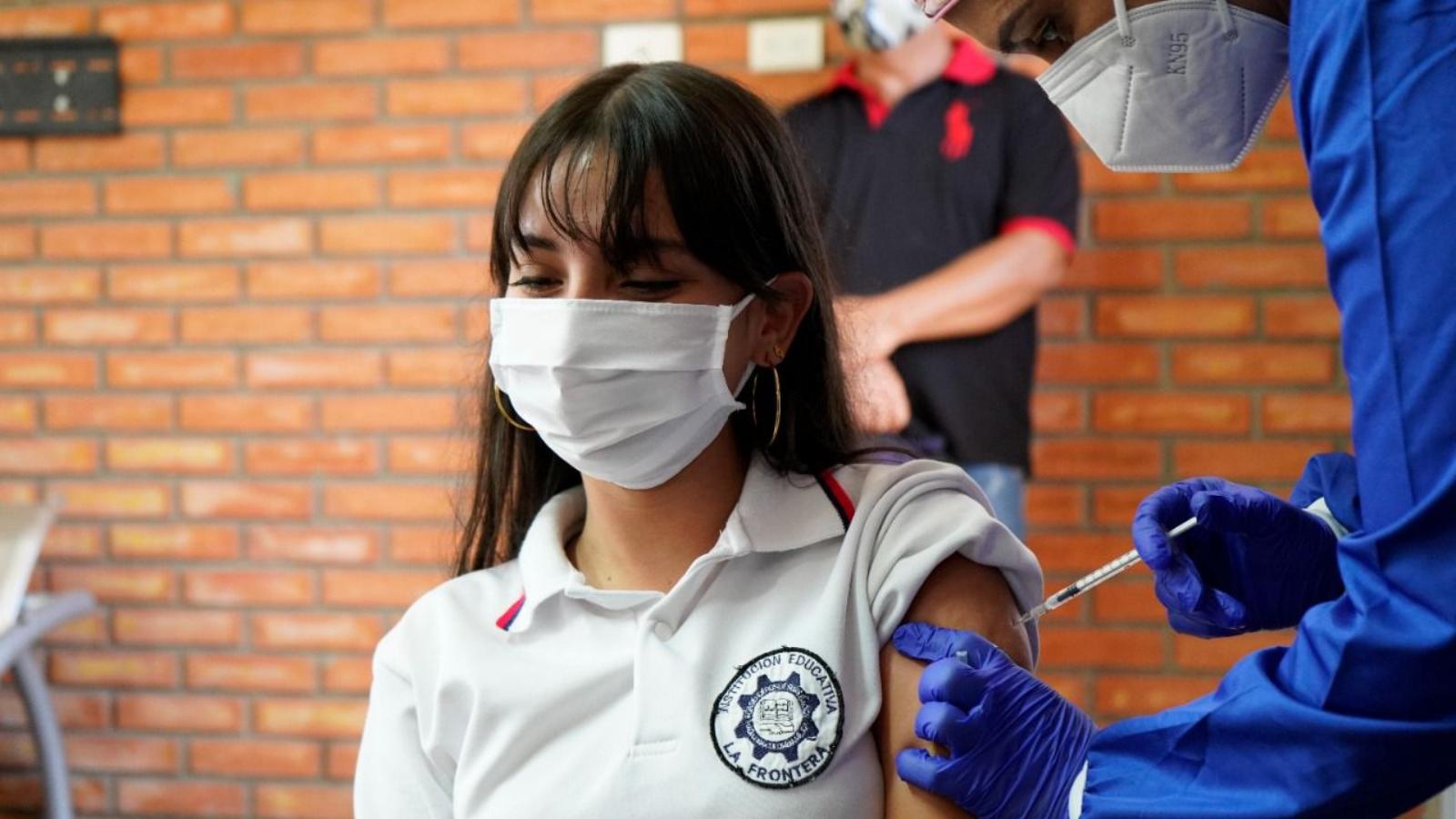 Inicia vacunación a menores que viven en Venezuela y estudian en Colombia