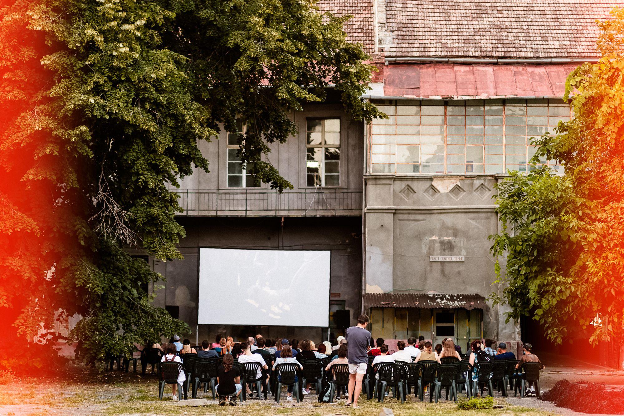 imagine din timpul proiecției documentarului Natura Umană Film
