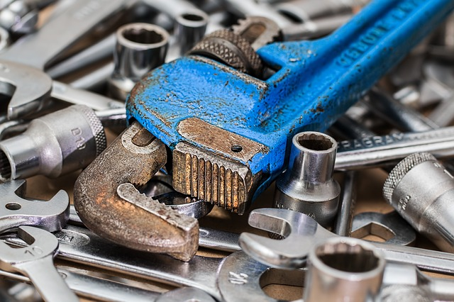In-house vs Third Party Maintenance Technicians