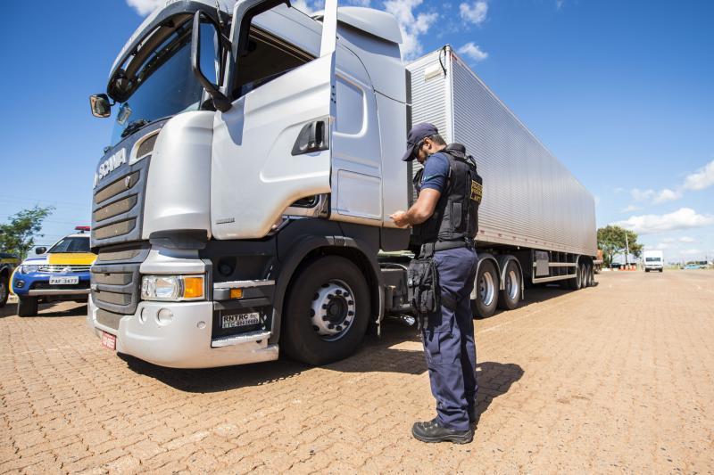 ANTT fiscaliza cerca de 4 mil veículos de carga no RJ