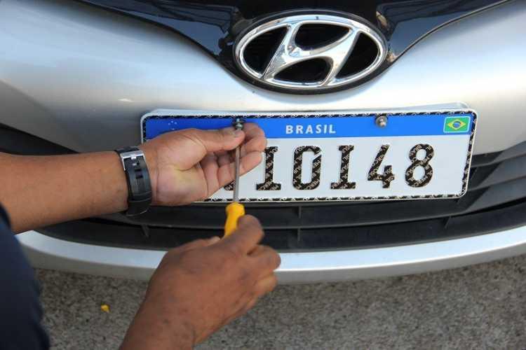 Contran simplifica regras para implantação das novas placas de veículos