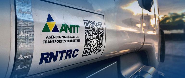 CAMINHÕES E CARRETAS - Entra em vigor fim do adesivo de identificação do RNTRC