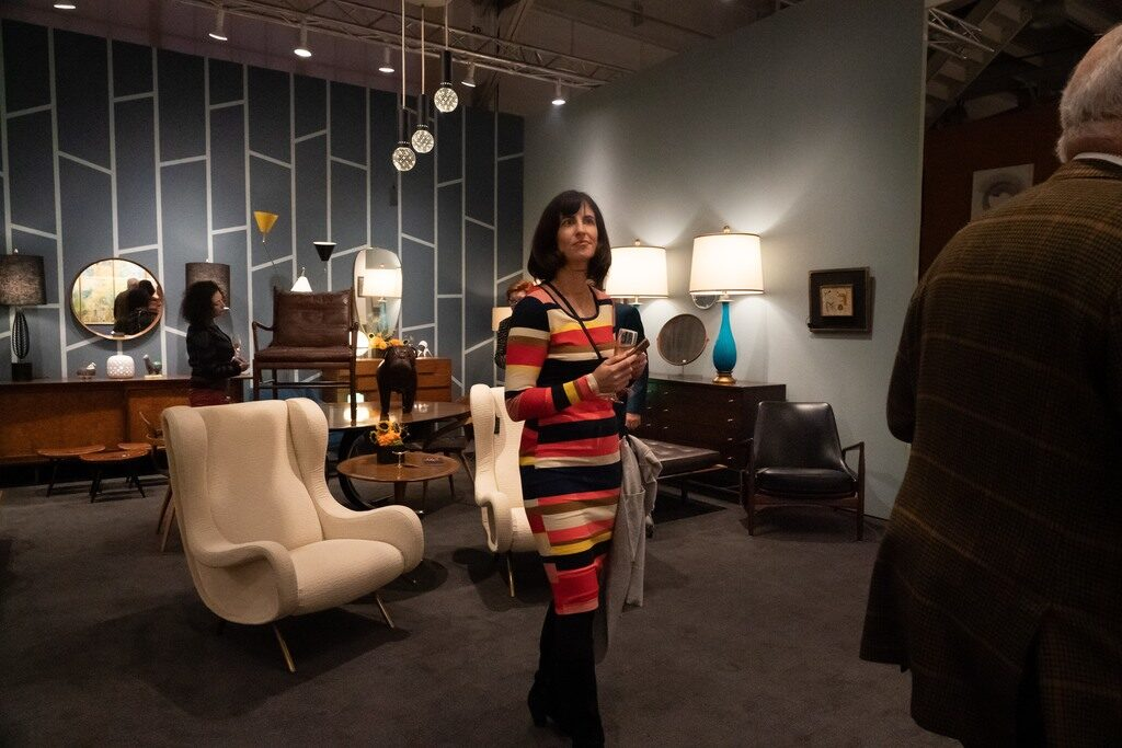 Fine The Fall Show Embraces Midcentury Modern While Still Theyellowbook Wood Chair Design Ideas Theyellowbookinfo