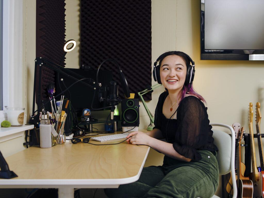 How Oakland teen Mxmtoon built a pop empire out of her bedroom