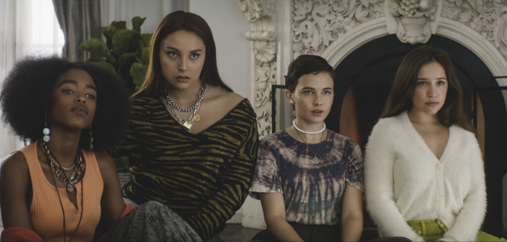 Review: Cailee Spaeny, Lovie Simone and friends whip up a spell in 'The  Craft: Legacy' | Datebook