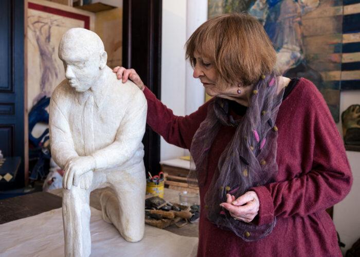 Kneeling Kaepernick inspires work by Elaine Badgley Arnoux, artist known for capturing S.F. notables