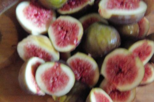 figs cut up