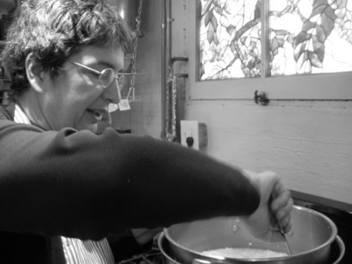Merryl Winstein stirs cheese, St. Louis, MO