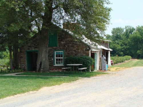 The blueberry shed prior to the 2012 renovation.