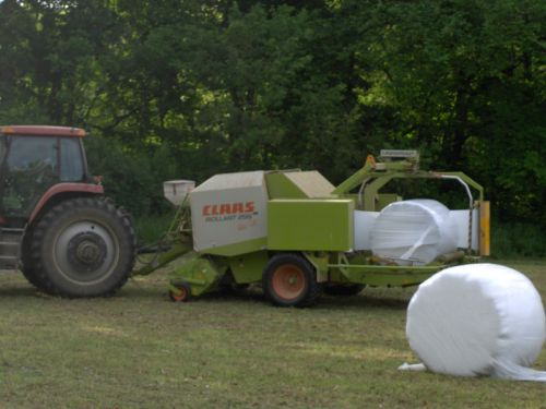 Bailing silage