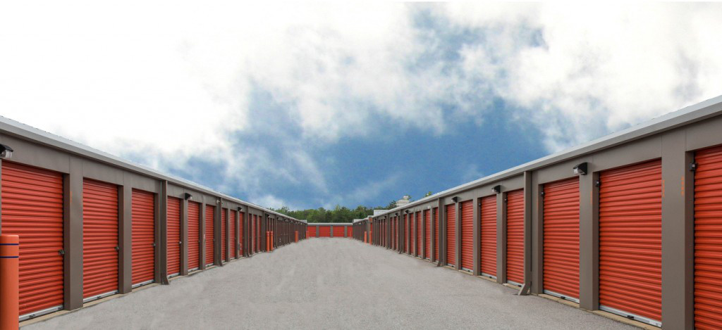 YourSpace Storage at St. Charles in Waldorf, MD - Exterior Drive Up Self Storage Units