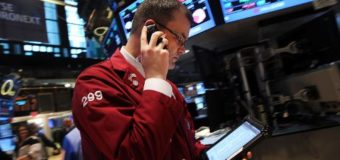 US shares dip despite strong Boeing, Dow Chem earnings