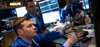 US stocks dip on mixed retail sales
