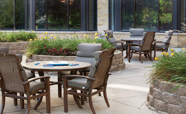 Knollwood Place Apartments - Patio Seating