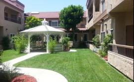 Meridian of Riverside - Courtyard
