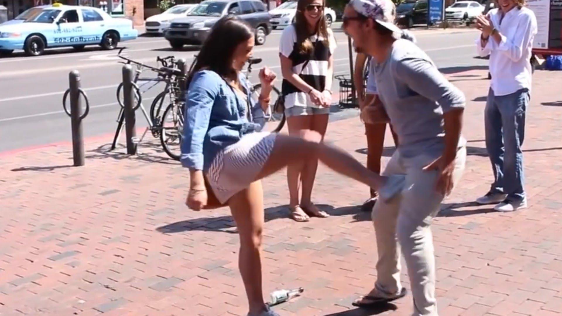 яйцам девушка по пинает ногой