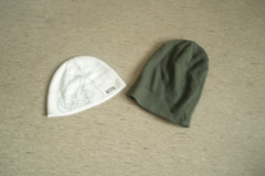 Myydään: 2 x woolen hats in very good condition