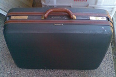 Selling: samsonite suitcase