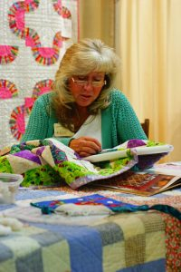 handmade quilter demonstration,