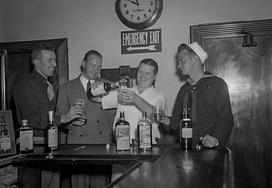men-bar-toasting-544x376