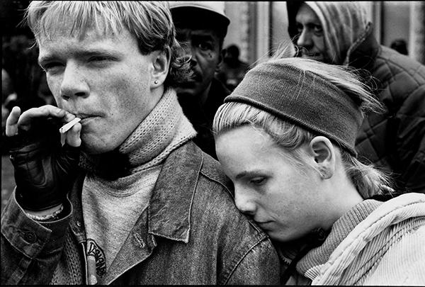 homeless-couple-smoker-600x405