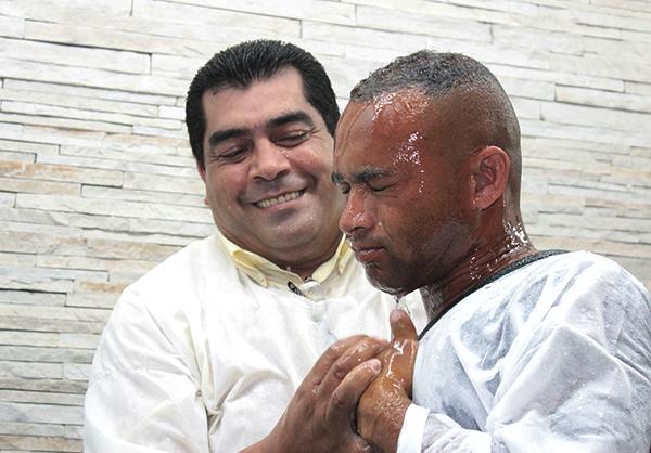 baptism-106057_1920-600x418