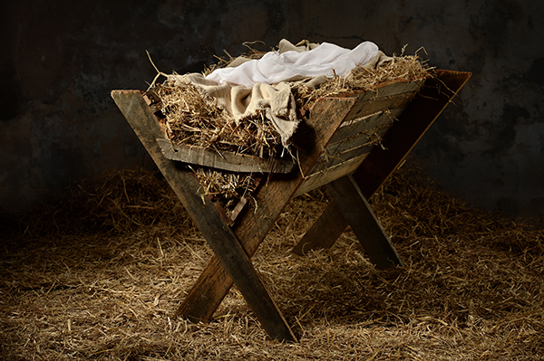 shutterstock_329335028-christmas_manger_swaddling_cloths_feed_trough-600x399