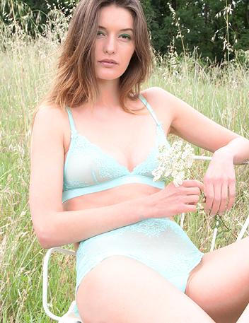 Frisky Sour | Aqua Lace Luxury Designer Underkläder Set, Bras & Knickers