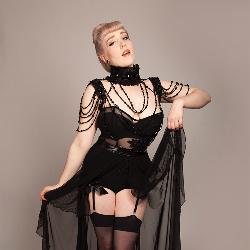 wear the Black Beaded Harness noir style