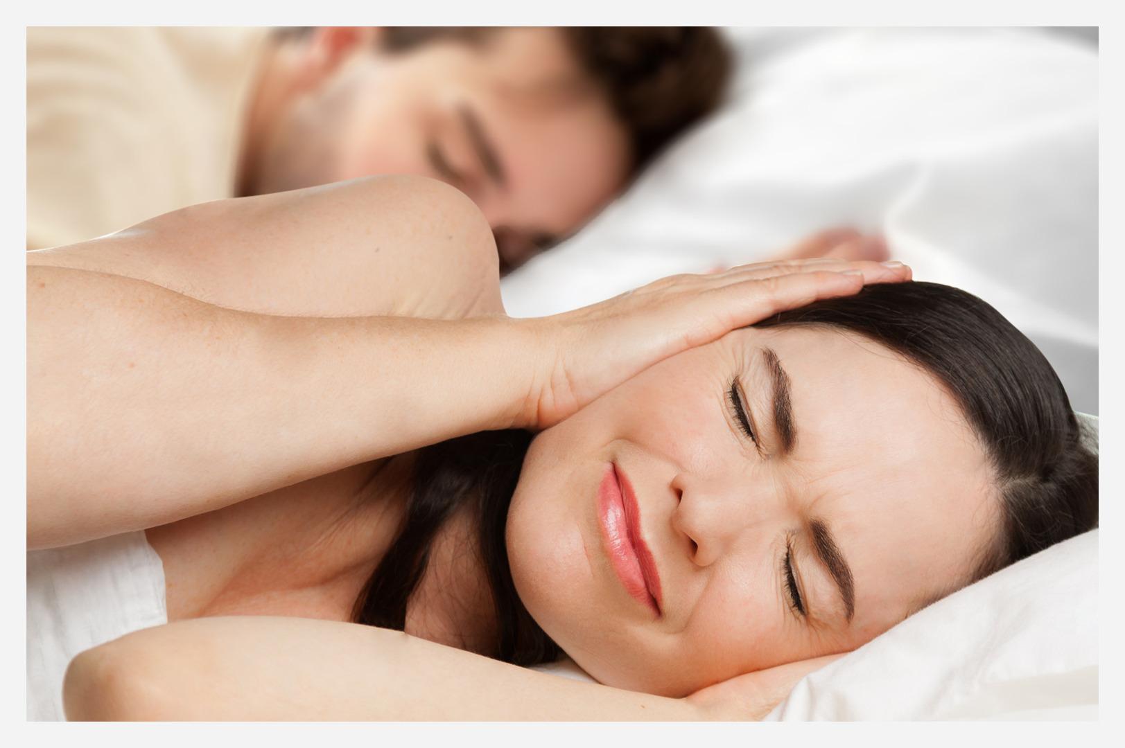 couple snoring husband problem