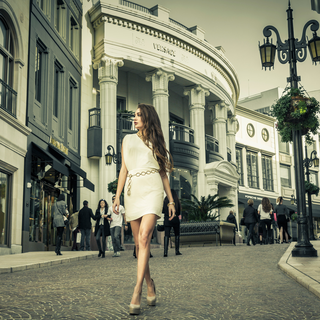Location Lifestyle Fashion Photography With Top Model in Rodeo Drive