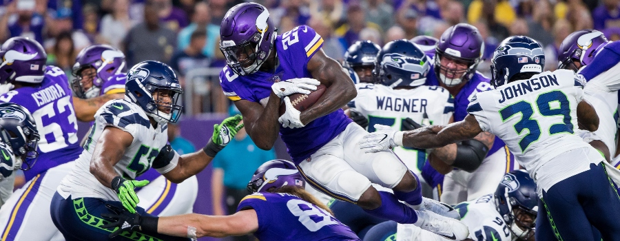 Minnesota Vikings running back Latavius Murray (25) scores a touchdown in the second quarter against Seattle Seahawks at U.S. Bank Stadium.